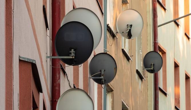 Satelliten–Empfangsanlagen